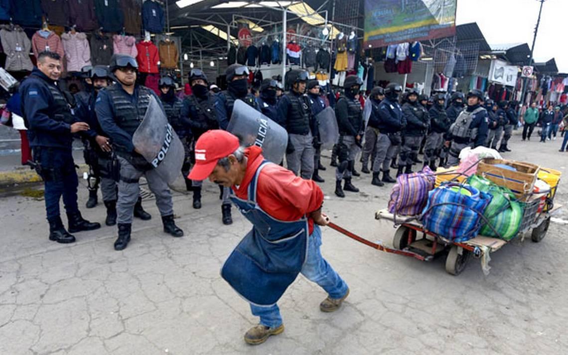 Resultado de imagen de ambulantes mazatlan policia