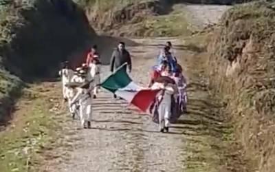 Video Conmovedor Desfile De 20 De Noviembre En Un Pueblo De